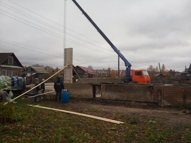 Погорельцам начали строить дом