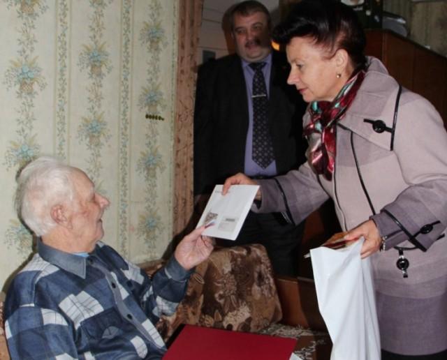 Старейшего работника Заволжского химзавода поздравили с 90-летием