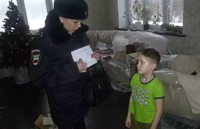 Сотрудники Госавтоинспекции в преддверии Нового Года посетили семьи, дети которых пострадали в ДТП в 2016 году