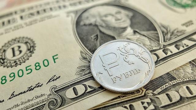 Официальный курс доллара 18 января снизился до 59,4 рубля