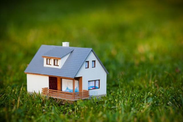 12 семей в Костромской области получили бесплатные земельные участки