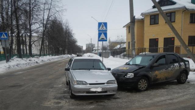 В Костроме произошло ДТП с участием такси, есть пострадавший