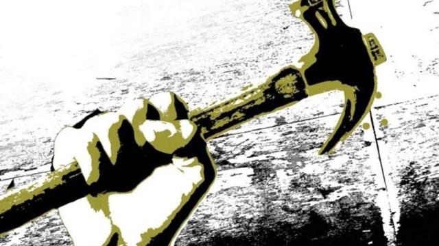 В Шуе 41-летний мужчина при помощи молотка угрожал соседке расправой