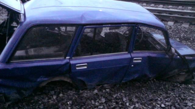 ВРостовском районе легковушка угодила под грузовой поезд