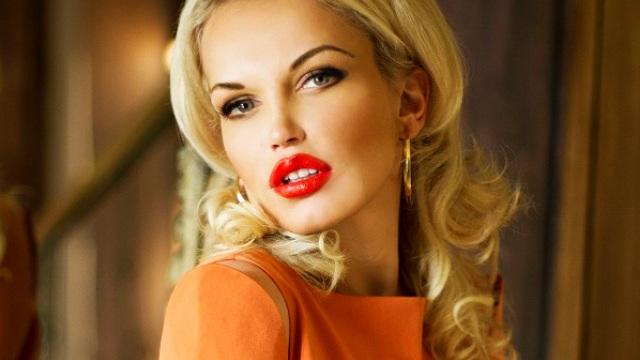 Светская львица Яна Гривковская делится с девушками секретами правильного поведения с кавалерами