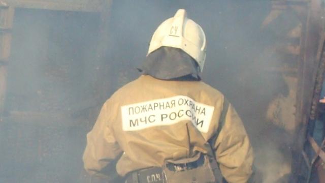 В поселке Глотовка загорелся храм Всех святых, в земле Российской просиявших
