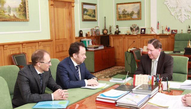 Председатель Центрально-Черноземного банка ПАО Сбербанк Владимир Салмин посетил с рабочим визитом Курскую область