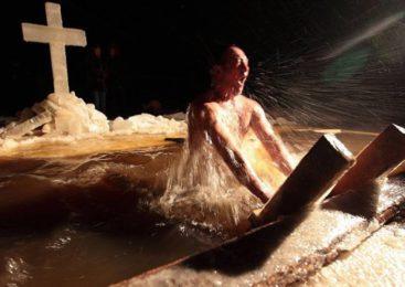 Ярославские таможенники приняли участие в Крещенских купаниях