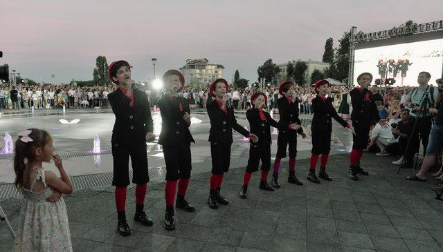Сбербанк подарил воронежцам фонтанный комплекс на Советской площади
