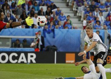 Франция обыграла Германию благодаря спорному пенальти
